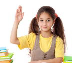 Chica estudiando, seguros de orfandad.